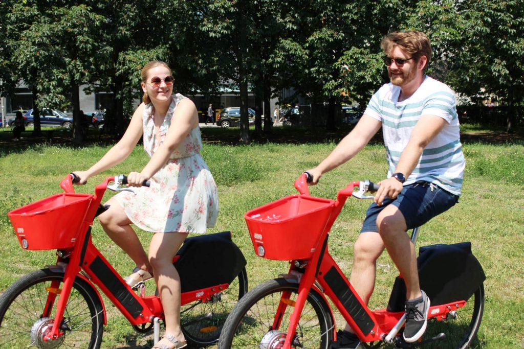 Andreas und Maren auf dem Jump Bike